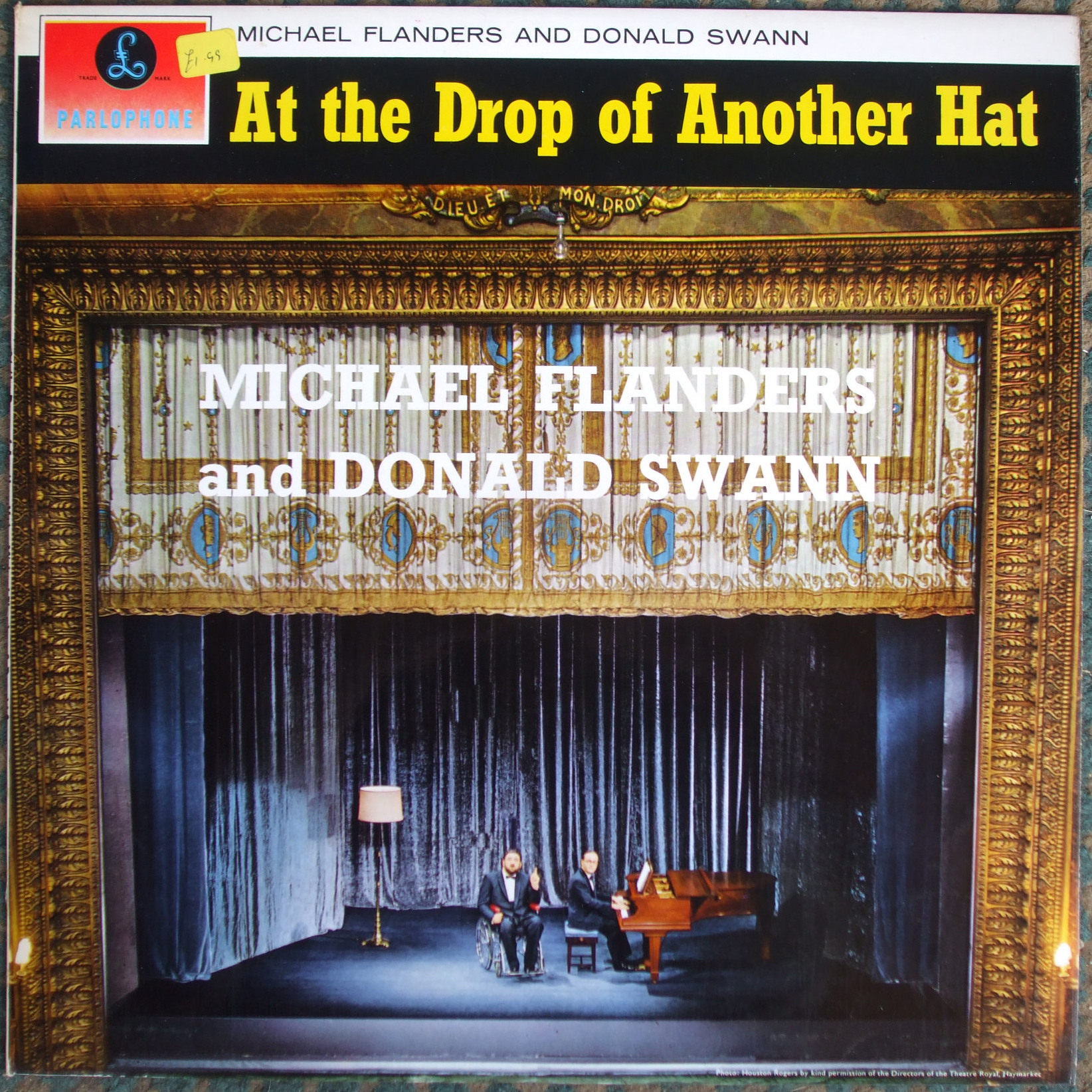 PCS 3052 At the Drop of Another Hat / Michael Flanders and Donald Swann